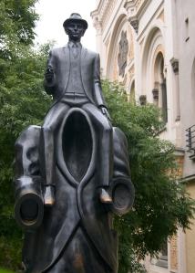 Franz_Kafka_monument_in_Prague